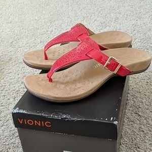 new with box Vionic red Tropez
